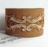 189/2056/Бижута-Ръчно изработени гривни и маншети с шевици-Ръчно изработена гривна от велур