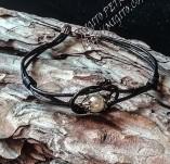 189/2060/Бижута-Ръчно изработени гривни и маншети с шевици-Ръчно изработена гривна от естествена кожа с перла