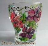 191/2080/Рисувани и облечени чаши-Ръчно рисувани стъклени и порцеланови чаши-Ръчно рисувана стъклена чаша с пъстри цветя