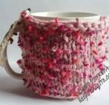 192/2084/Рисувани и облечени чаши-Порцеланови чаши с плетена дрешка-Порцеланова чаша с ръчно изплетена дрешка